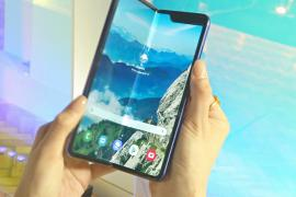Samsung отложил продажу сгибающегося телефона из-за поломок экрана