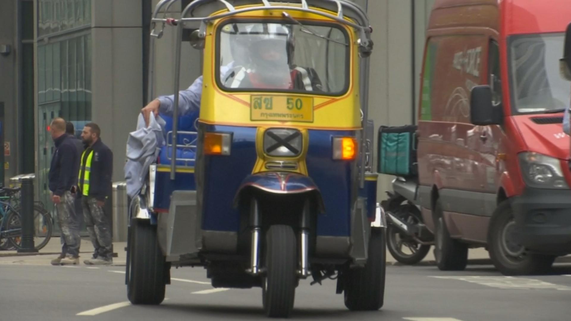 Британец хочет побить рекорд скорости на тюнинговой моторикше
