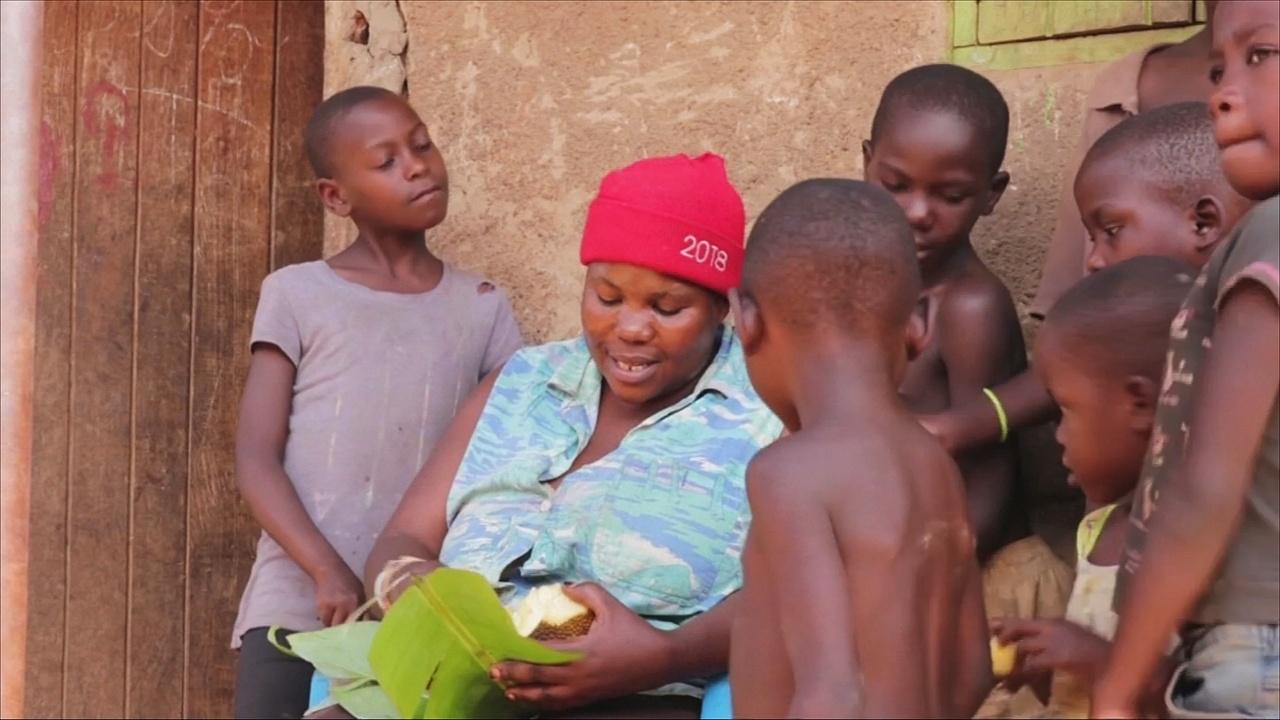 Угандийка растит 38 собственных детей