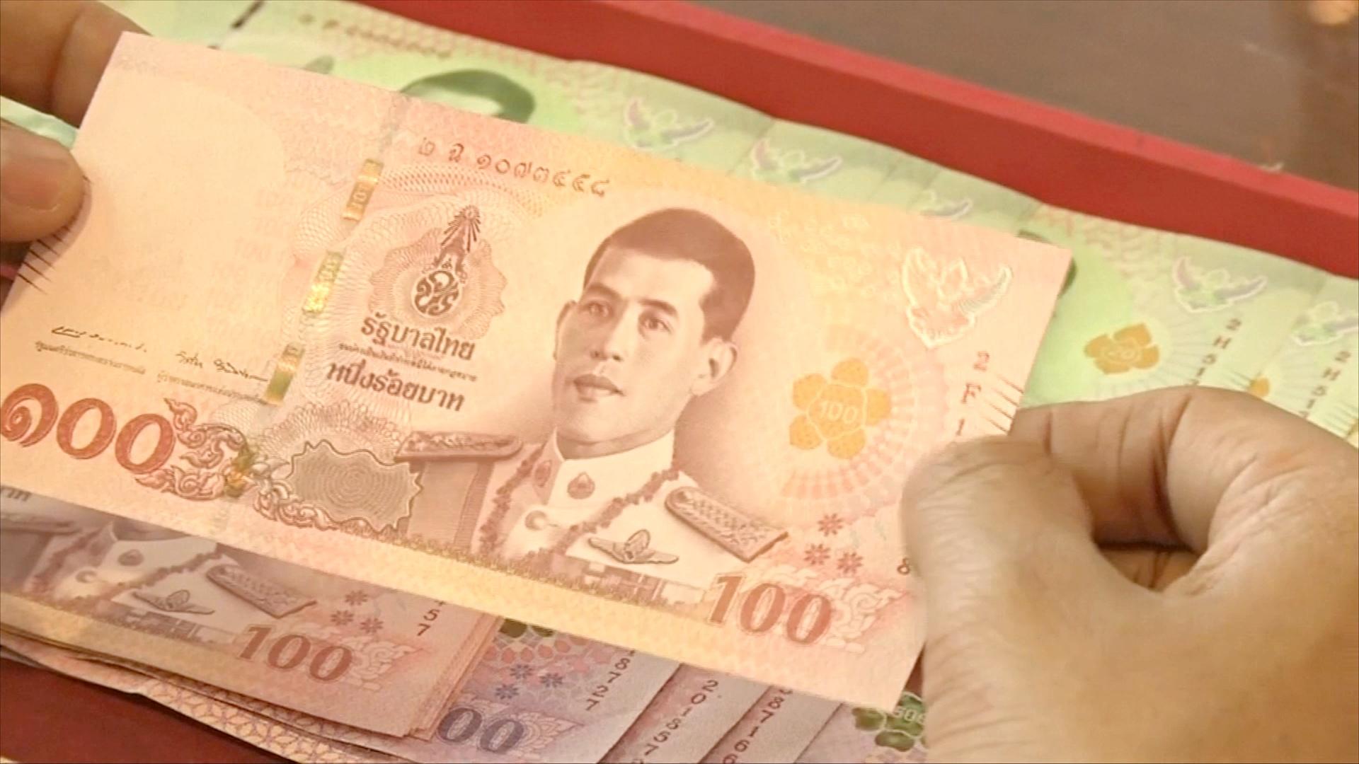 Тайский коллекционер собирает новые банкноты и ждёт коронации