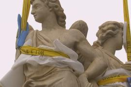 На церковь в Париже вернулись ангелы