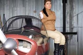 Женщина без рук отказалась от протезов и водит самолёт ногами