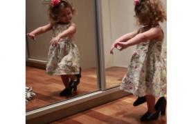 Малышка на маминых каблуках танцует фламенко