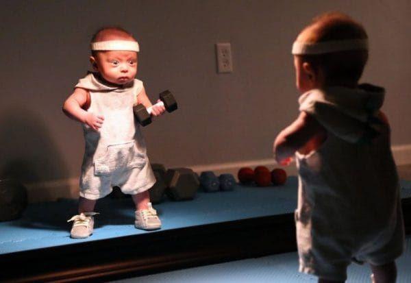 11 1 - Как отец с помощью фото сделал недоношенного ребёнка супергероем