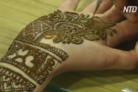 Индийские художницы посоревновались в мехенди
