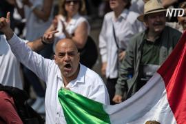 Тысячи людей вышли с протестом против президента Мексики