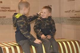 «Умные» лавочки в Польше отражают цветом чистоту воздуха