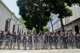 Власти Венесуэлы под предлогом поиска бомбы попытались закрыть парламент