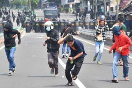 Протесты против переизбрания президента Индонезии: шестеро погибших