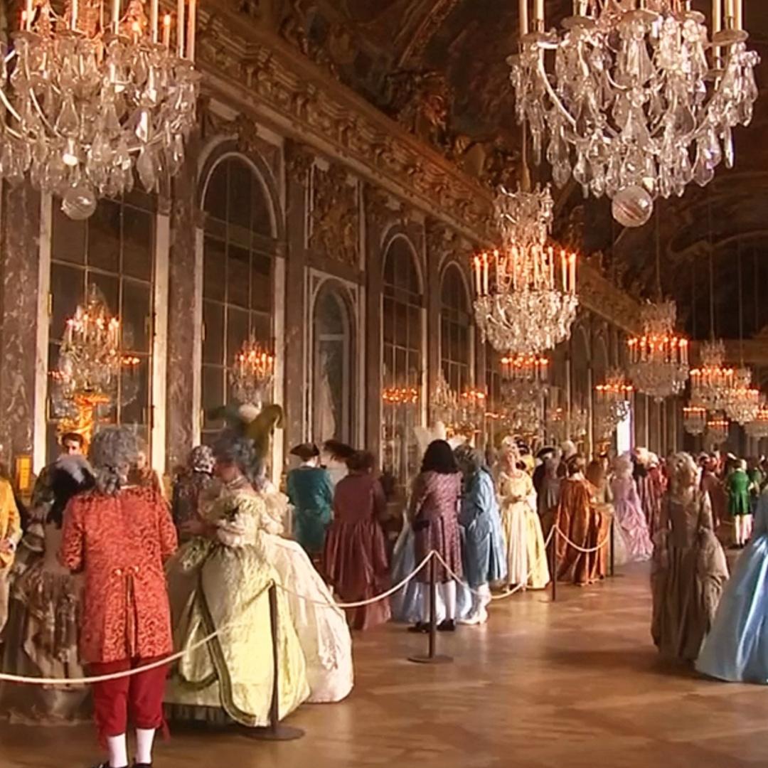 600 гостей приехали на бал в Версальский дворец