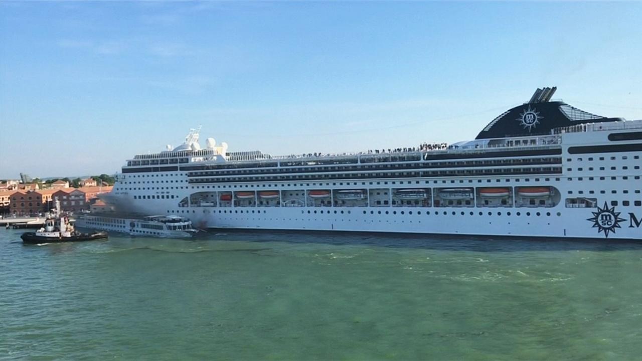 «Это позор!» – жители Венеции про столкновение лайнера и теплохода