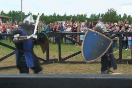 Рыцари и лучники сразились на исторической реконструкции в Беларуси