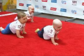 25 литовских малышей поучаствовали в забеге на четвереньках