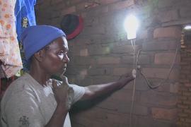 В деревнях Малави зажигается свет благодаря «солнечным мамам»