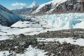Результат уборки на Эвересте: четыре человеческих тела и 11 тонн мусора