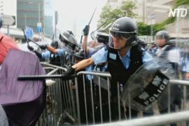 Полиция в Гонконге применила резиновые пули и слезоточивый газ