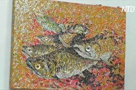 Художник из Кот-д'Ивуара рисует алюминиевыми банками