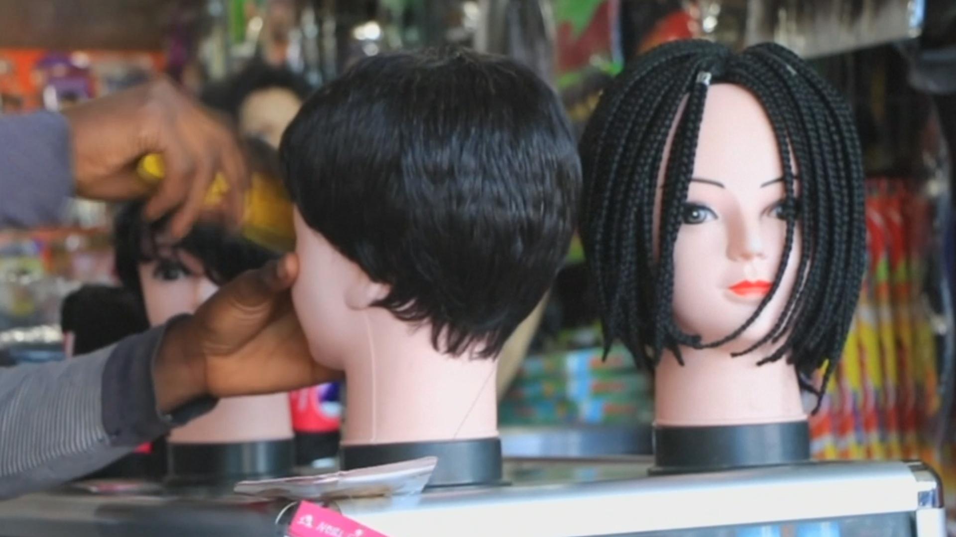 Женщины – в гневе: в Танзании введут налог на парики