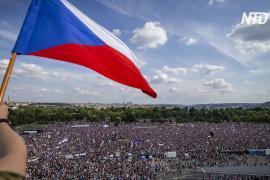 На протест в Праге вышли 250 тысяч человек