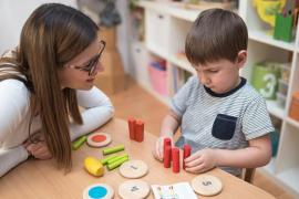 Детский аутизм: признаки, особенности и лечение