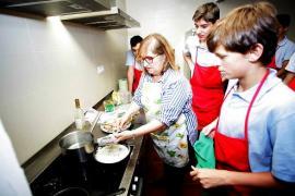 Почему испанских школьников учат шить и гладить