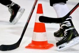 Клюшки и другой хоккейный инвентарь в СПб