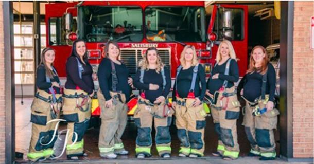 Семь жён пожарных забеременели одновременно