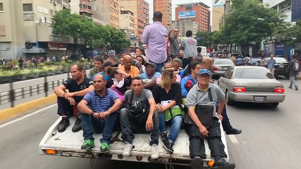 Более половины Венесуэлы осталось без света