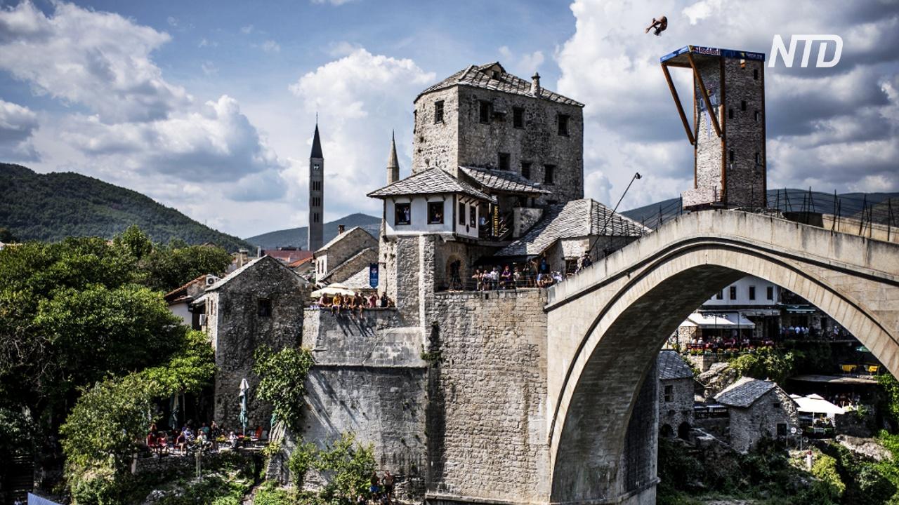 Как дайверы празднуют 15-летие восстановления Старого моста в Мостаре
