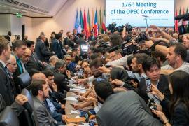 Страны ОПЕК одобрили сокращение добычи нефти ещё на девять месяцев
