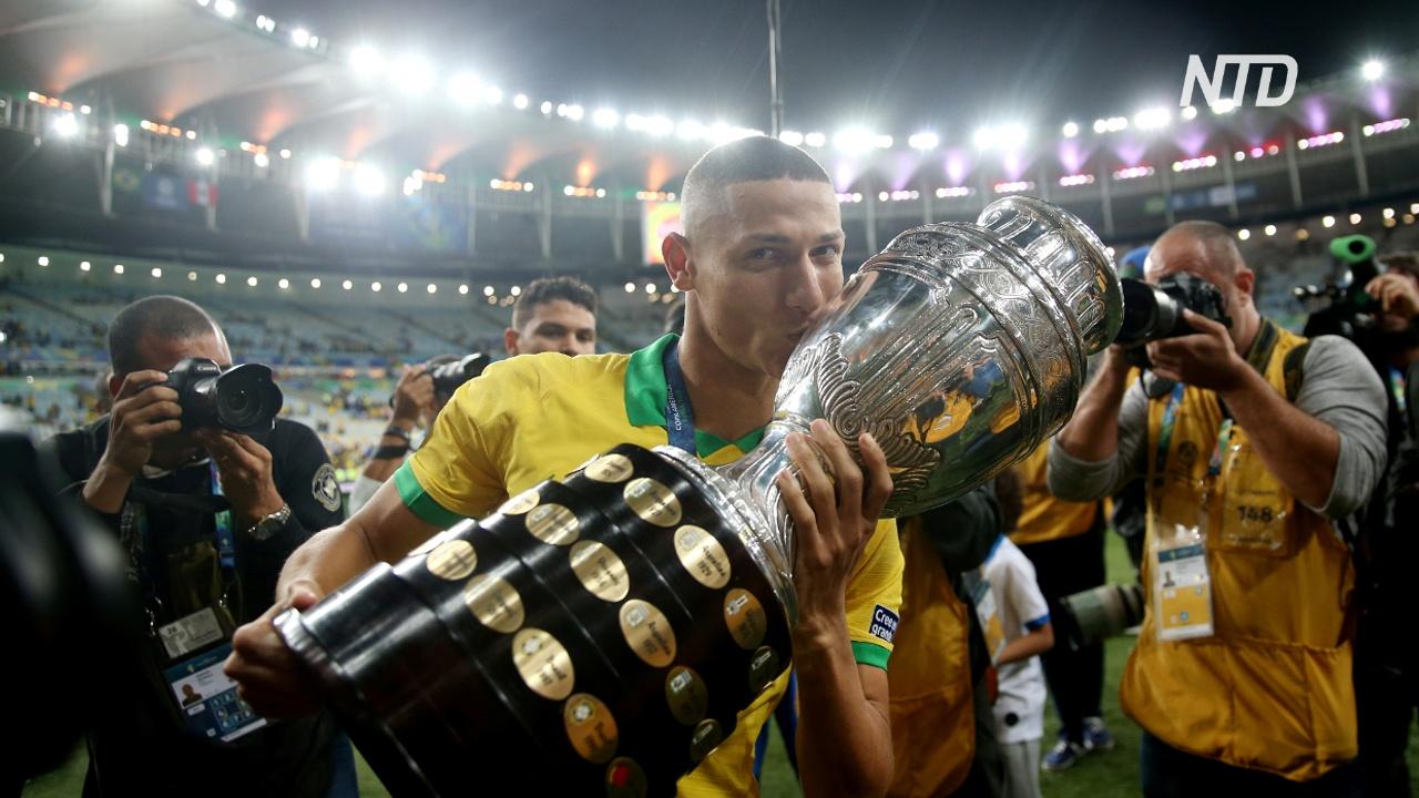 Бразильцы приветствуют победу национальной сборной в Кубке Америки