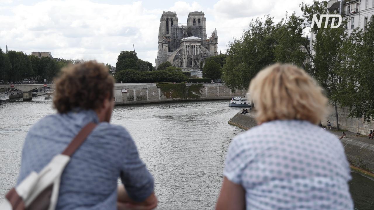 Туристы разочарованы тем, что Нотр-Дам закрыт