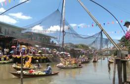 Лодочное шествие: в Таиланде прошёл красочный фестиваль