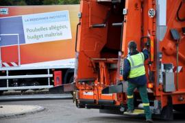 Региональному оператору по вывозке мусора надо платить!