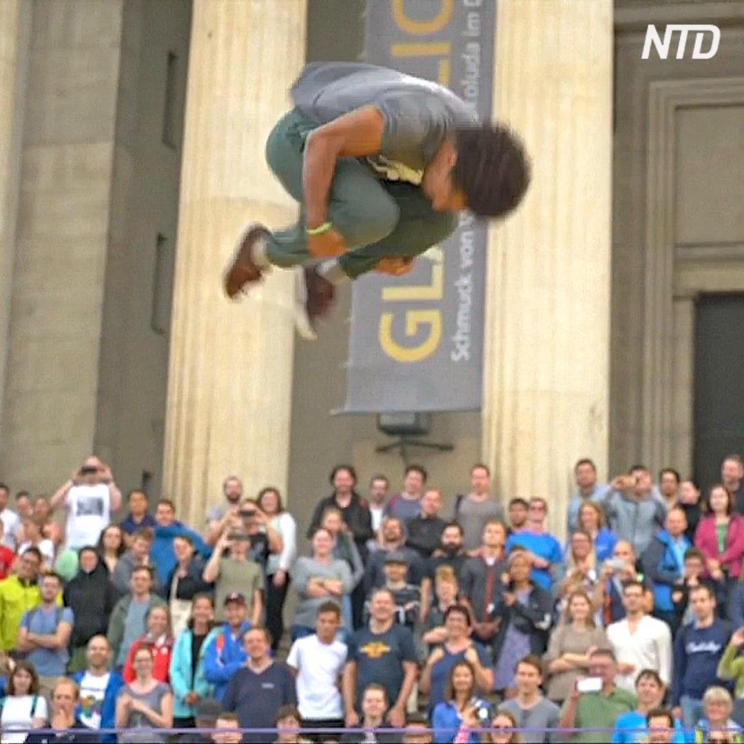 Как триклайнеры выполняли головокружительные трюки на стропе в Мюнхене