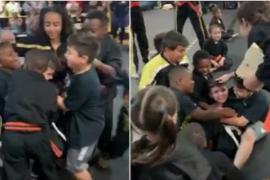 Смущённого неудачей мальчика поддержали на тренировке по каратэ