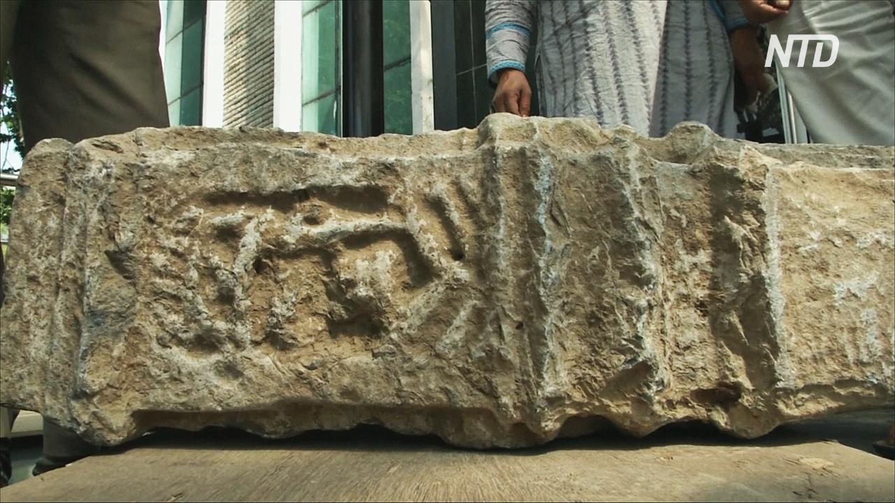 В Индии нашли надгробную плиту XII века
