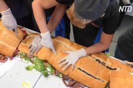 В Мехико приготовили мегасэндвич длиной 72 метра