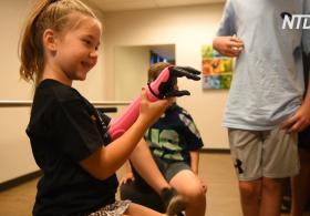 8-летняя девочка стала самой маленькой жительницей США с бионической рукой