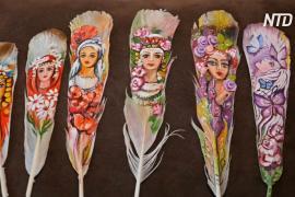 Болгарская художница виртуозно пишет картины на перьях