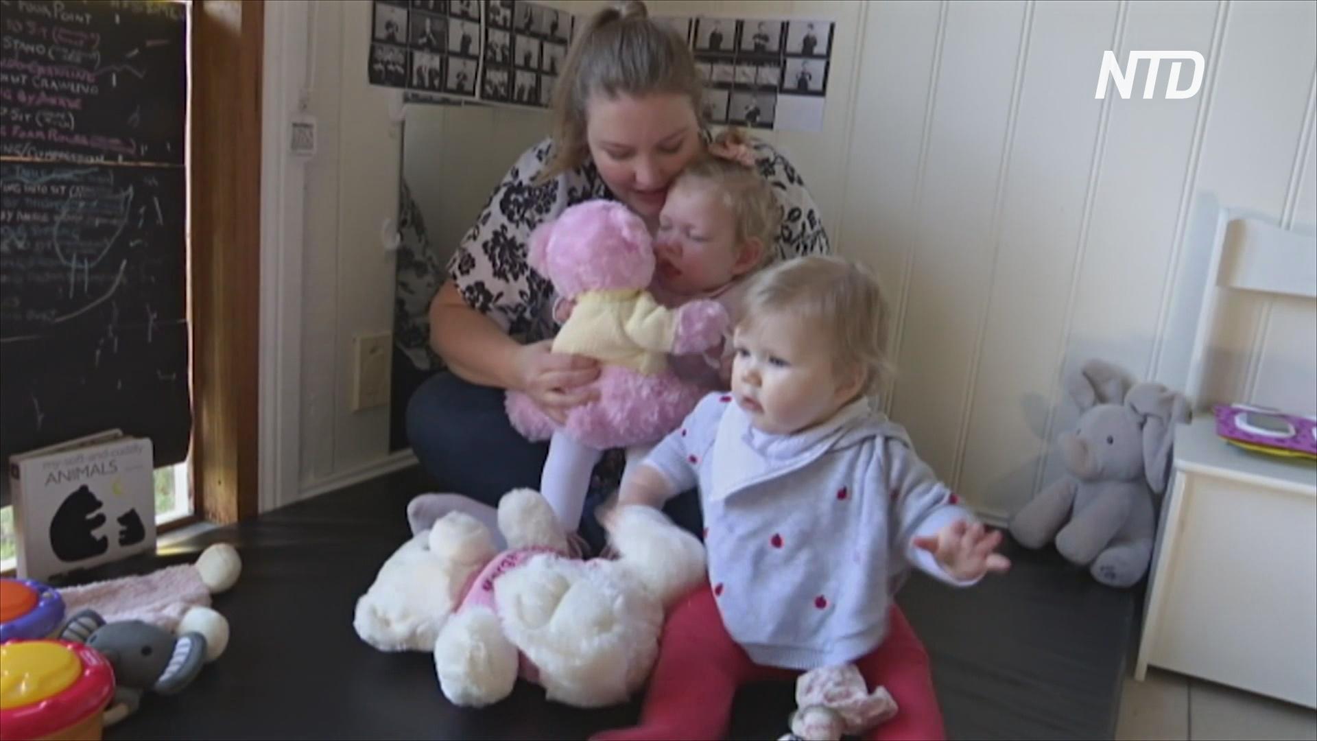 Австралийские волонтёры успокаивают объятиями недоношенных детей