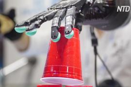 И развлекают, и работают: на выставке в Пекине показали новейших роботов
