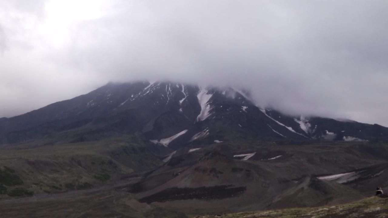 Покорить вулкан: 1500 человек поднялись на Авачинскую сопку