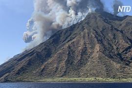 Новое извержение Стромболи перепугало туристов