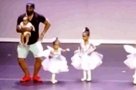 Отец исполнил на сцене балетные «па», чтобы поддержать двухлетнюю дочь