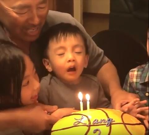 3 - Малыши чихают. Очень смешное видео!