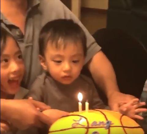 4 - Малыши чихают. Очень смешное видео!