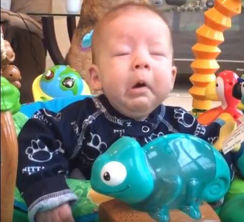 8 - Малыши чихают. Очень смешное видео!