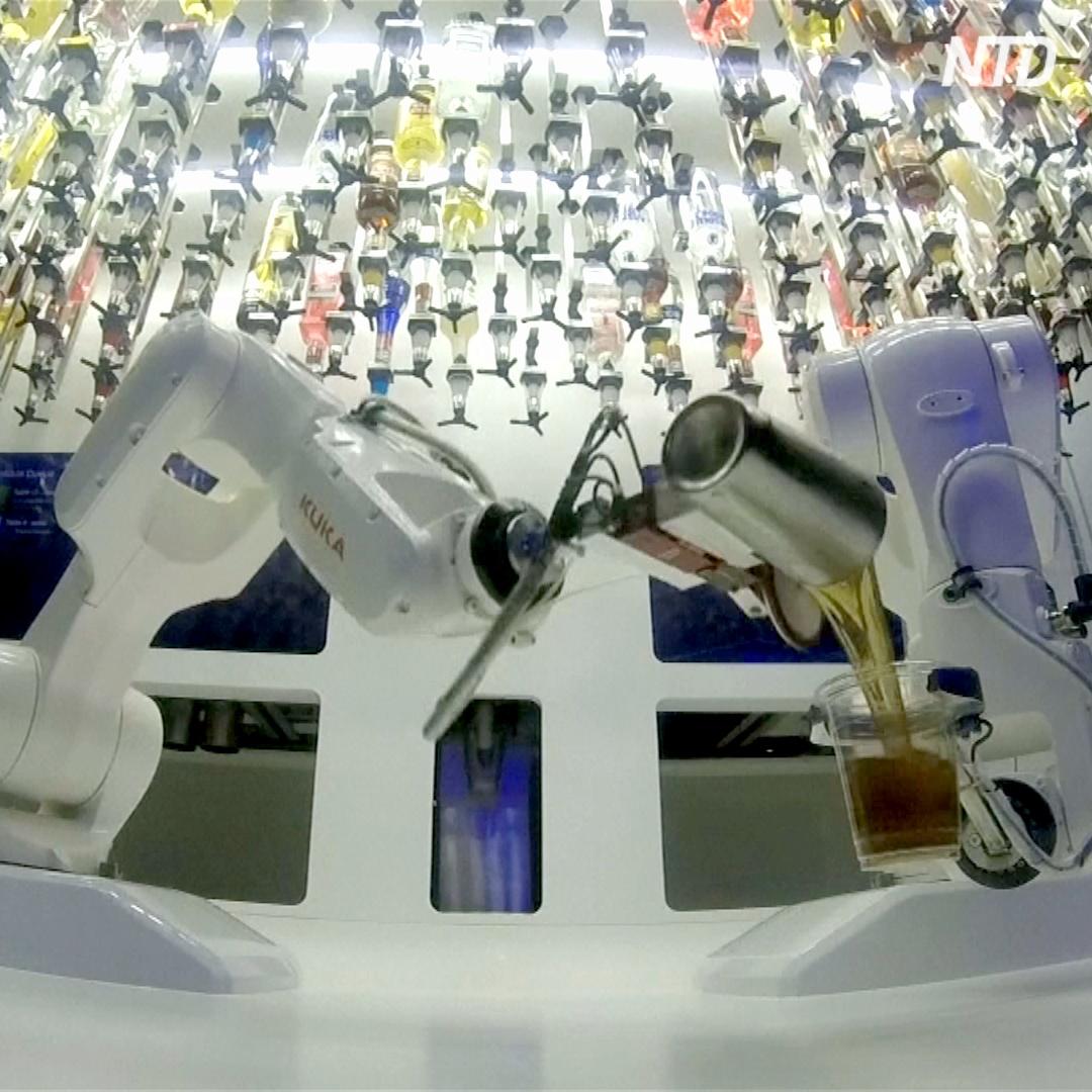 Робот-бармен в Праге делает 80 коктейлей за час