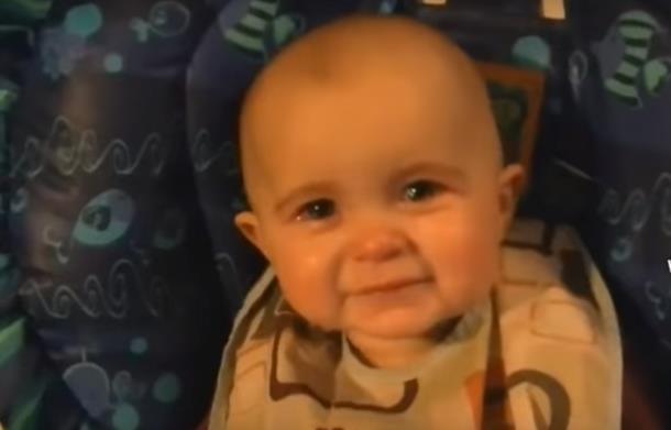 Реакция младенца на песню Рода Стюарта. Видео